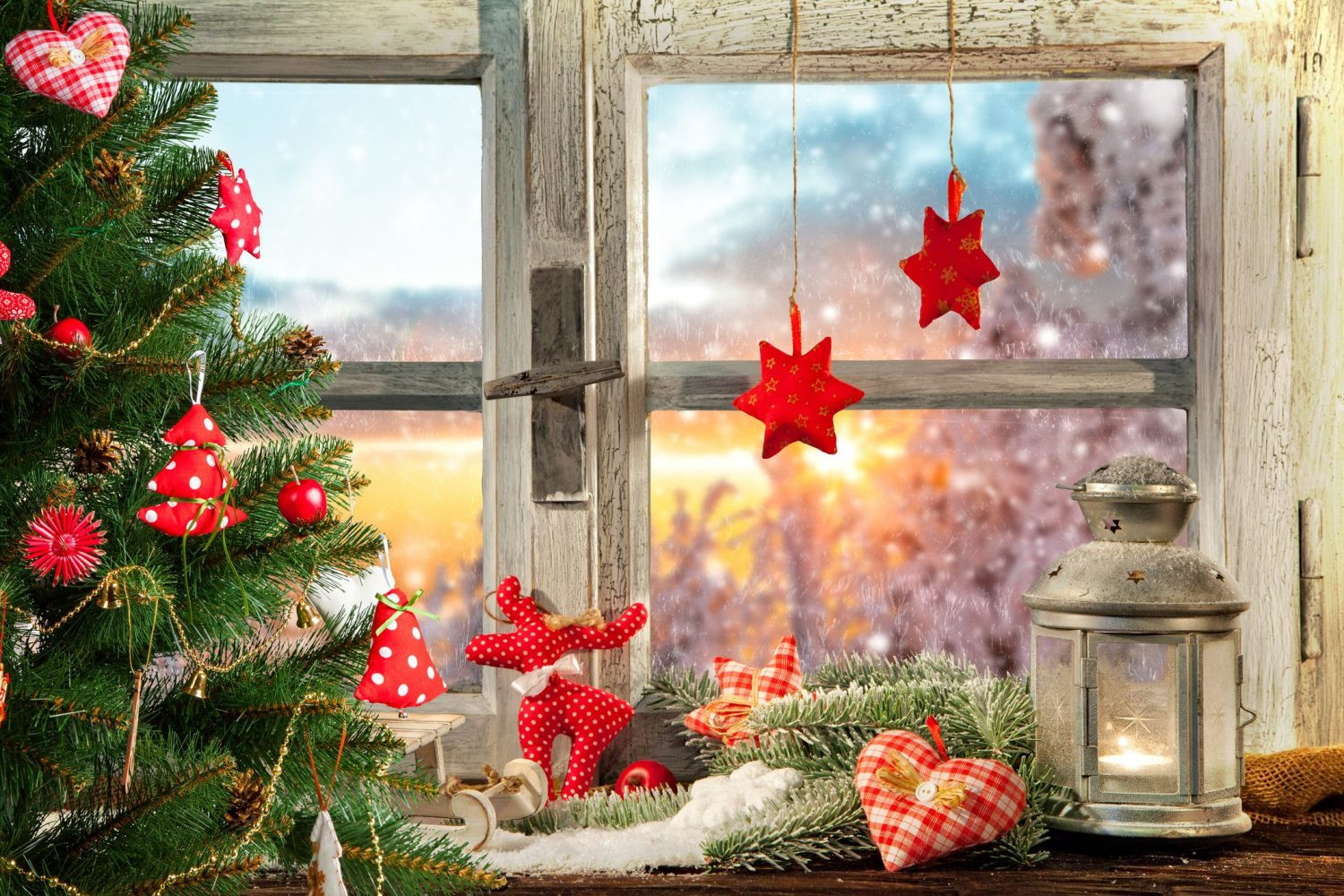 christmas-window-decor-16-1535060691